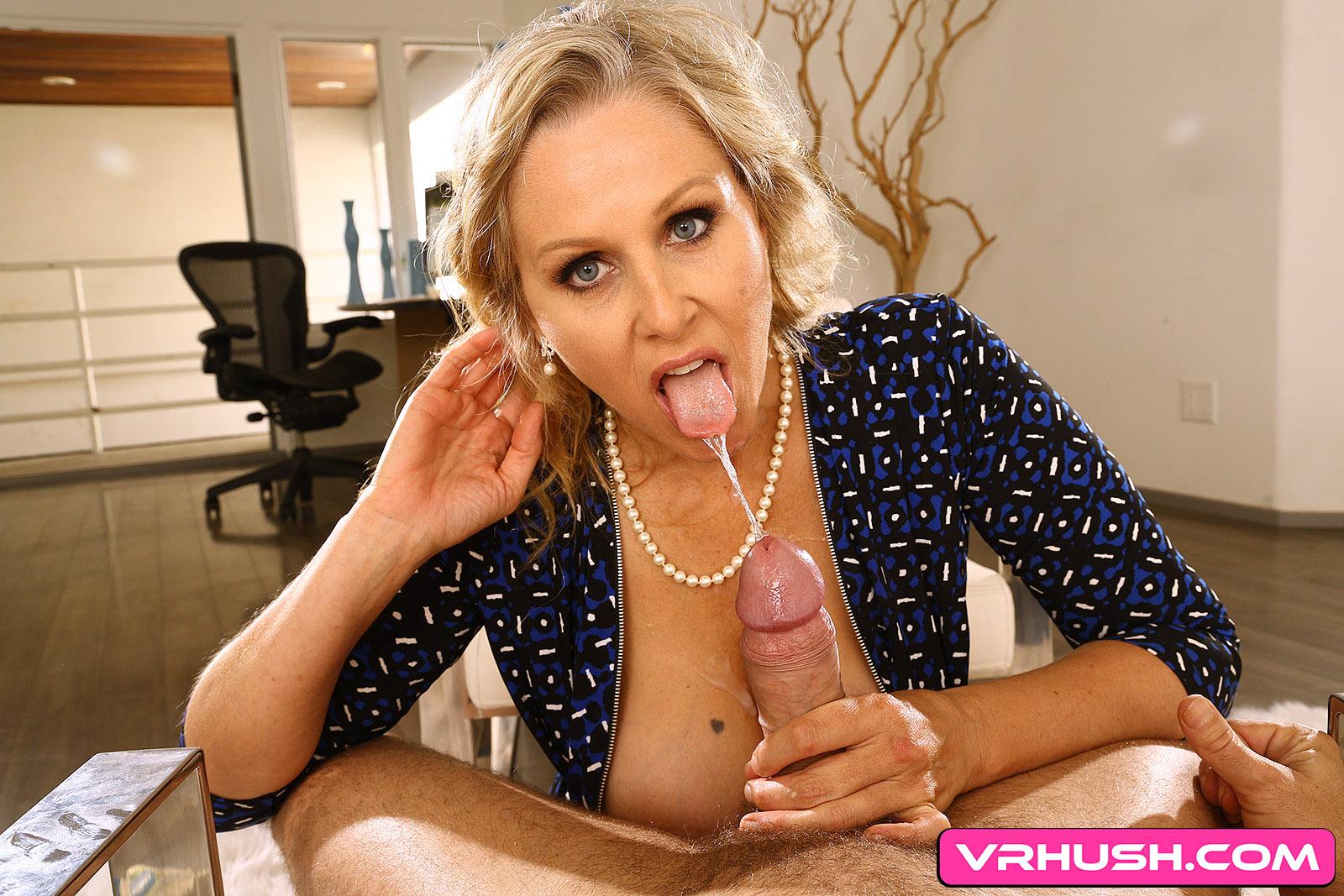 Julia Ann In Blonde Milf Showing You The Way - Vr 4 Porn-5350